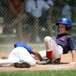 野球のストッキングを履く理由について 変わった形をしている訳と靴下を2枚履く重要性